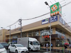 ライフ西淡路店