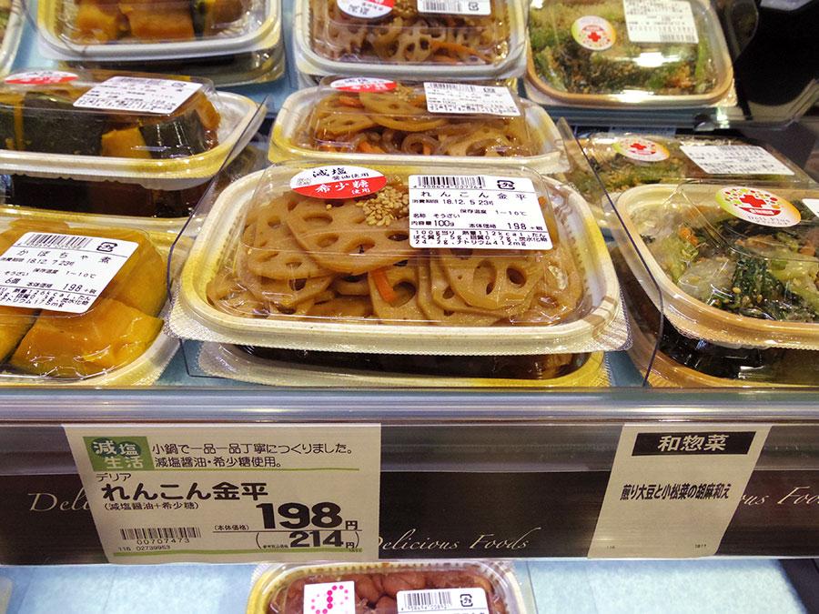 ▲ 加えて総菜売場では「健康」が切り口の商品を充実させている。写真は具体例の1つで「希少糖使用」の「れんこん金平」