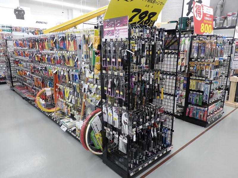 メーカー、用途別に展開する手工具カテゴリー売場は価格の見やすさも重視する