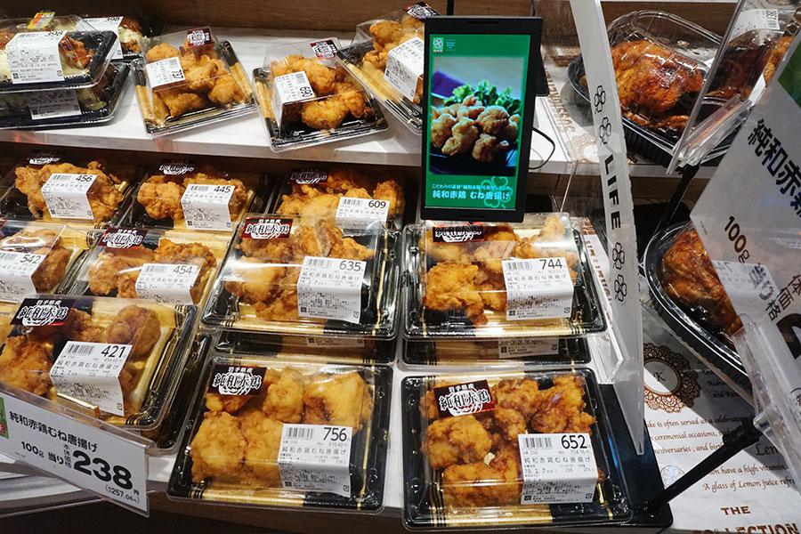 ▲ 販促面では、店内の各所に小型や大型のサイネージを設置して商品を提案する