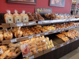 ベーカリーや魚総菜の「魚菜屋」など近隣店舗から供給を受ける商品もある
