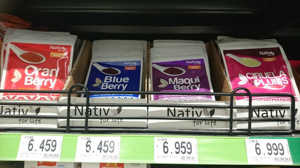 SMの店頭で販売されているマキベリーの粉末。チリ産のスーパーフードで、美容に効果があるとして現地で親しまれている