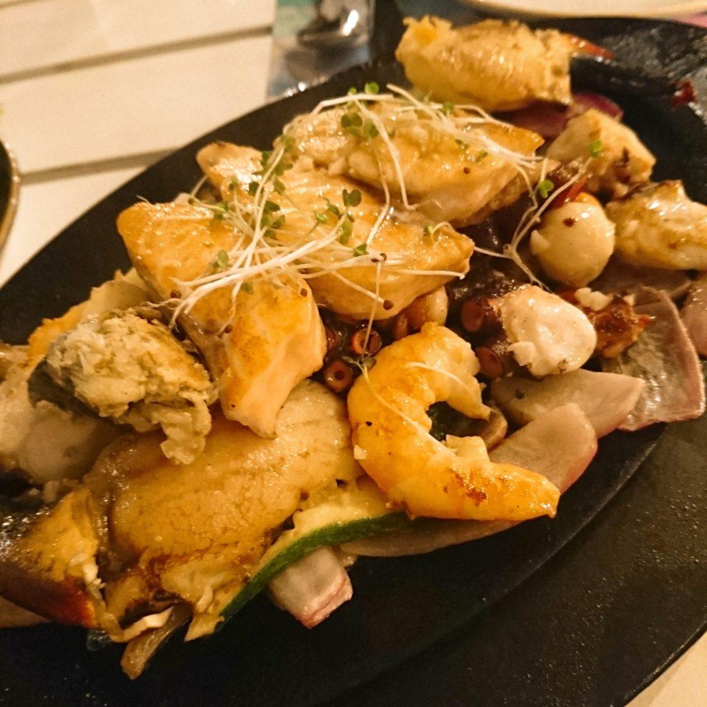 チリでよく食べられているペルー料理「セビーチェ」