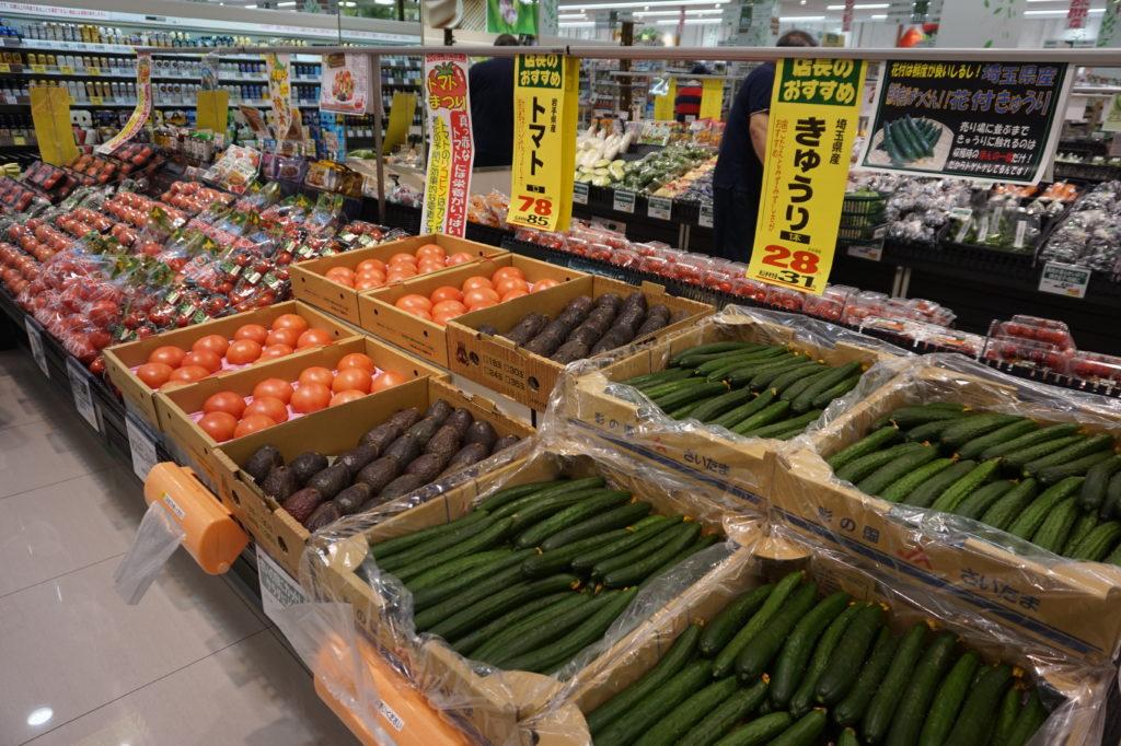 三和は、質感を重視しながら価格訴求ができることを強みとしてきたチェーンと言える(写真は「スーパー三和イーアス高尾店」の青果売場)