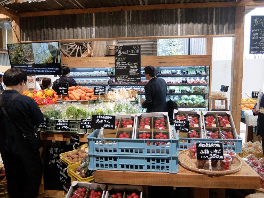 青果売場は、30~40の農家・農業法人から青果物を仕入れる