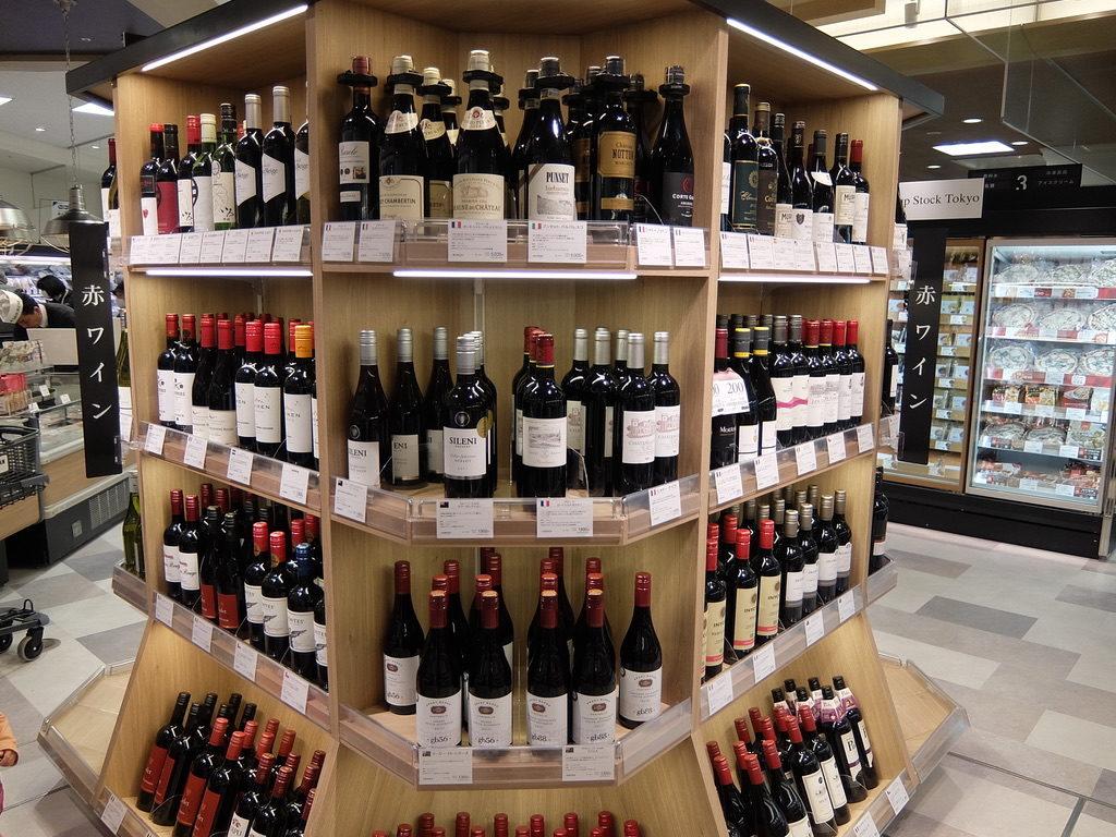 赤、白ワインはこの壁面周りだけに縮小された