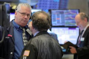 5月17日、20日に始まる週の米国株式市場は、ホーム・デポ、ノードストローム、コールズ、ターゲットなど小売り企業が決算発表を予定しているが、米中貿易摩擦の影響が注目されそうだ。16日撮影(2019年 ロイター/Brendan McDermid)