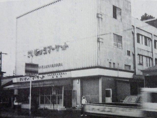 札幌市民生協が創立した1965年に大学村店とともにオープンした桑園店(「コープさっぽろ30年の歩み」より)