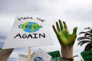 気候変動に対するデモのプラカード