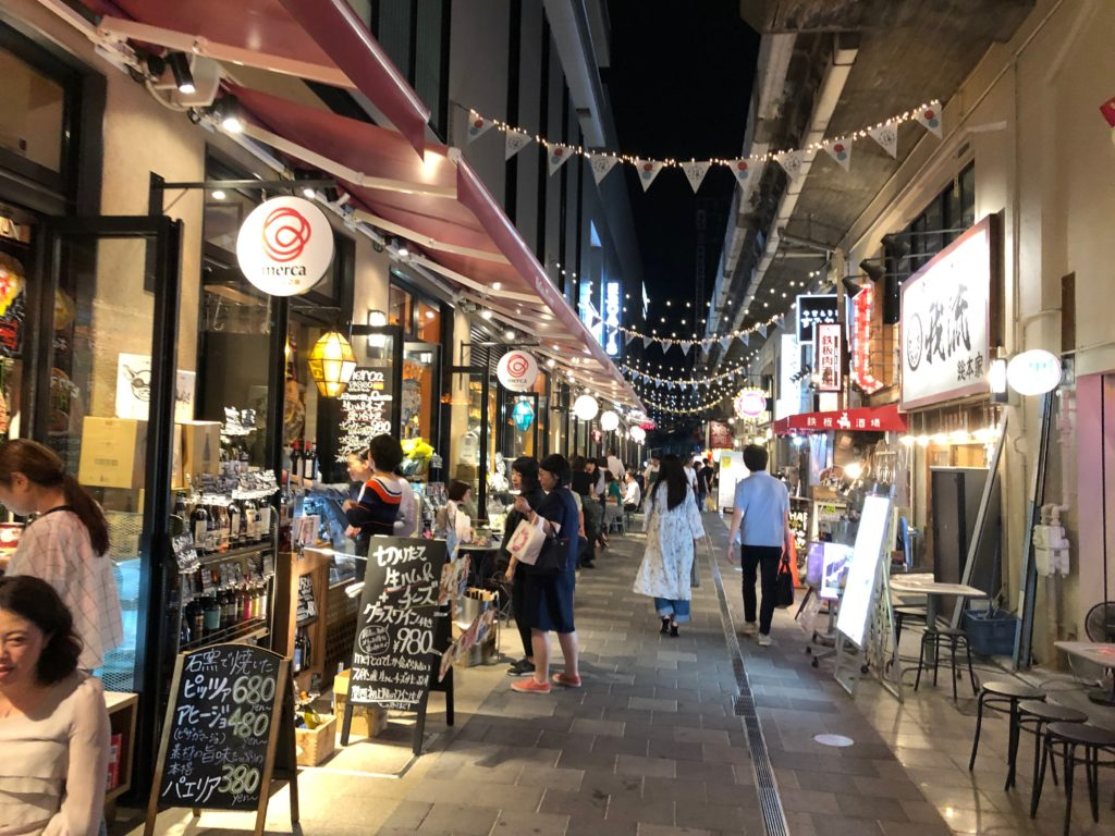 このスペインバル「merca PASEO(メルカ・パセオ)」も阪急オアシスふくまる通り57店に含まれる