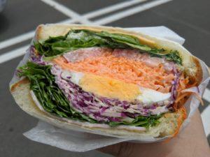 食べづらいサンドイッチ