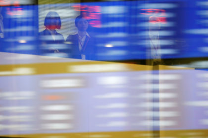 7月3日、米中首脳会談などのイベントを通過し、市場の関心は国内の企業業績に移ってきた。米国や欧州など主要中銀が金融緩和方向に傾く中、円高基調の為替が業績見通しに悪影響を及ぼすとの懸念が出ている。2018年10月撮影(2019年 ロイター/Toru Hanai)