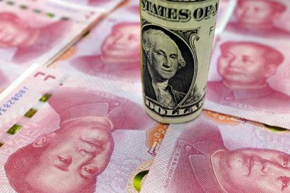 人民元紙幣と米ドル紙幣