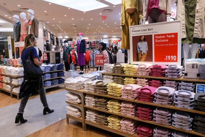 ニューヨーク 衣料店店舗風景 (2019年 ロイター/Brendan McDermid)