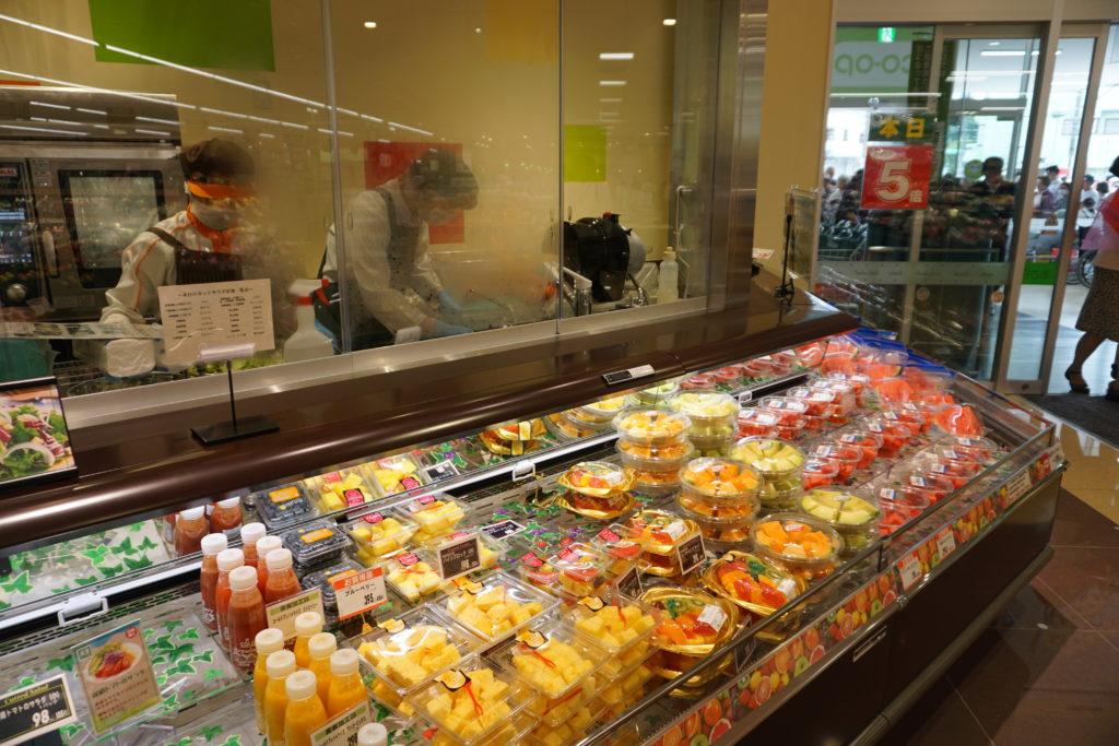 総菜を含む生鮮4部門すべてで、オープンキッチンを導入している