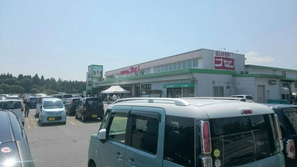 駐車場には秋田県をはじめ県外ナンバーのクルマも少なくない