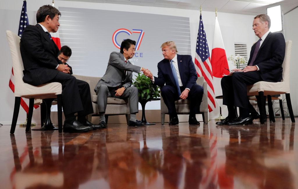 会談する安倍晋三首相とトランプ大統領