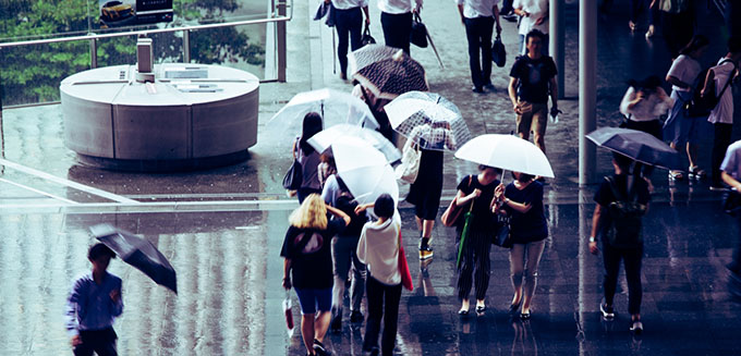 梅雨の都市風景