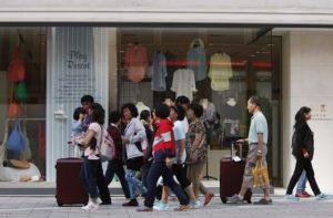 都内を歩く訪日外国人