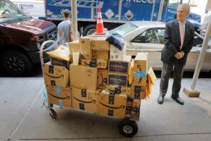 米ニューヨークのアマゾン荷物