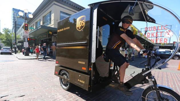 米アマゾン、ニューヨークで自転車による宅配実験に参加、DHLとUPSも