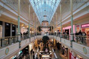 英マンチェスターのショッピングセンター