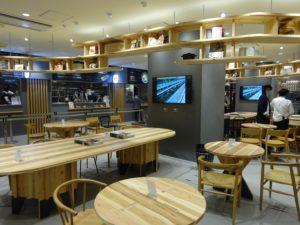 良品計画が19年11月にオープンした「無印良品京都山科店」。フ―ドコートでは同店のために地元の農家が立ち上げた飲食店も入る