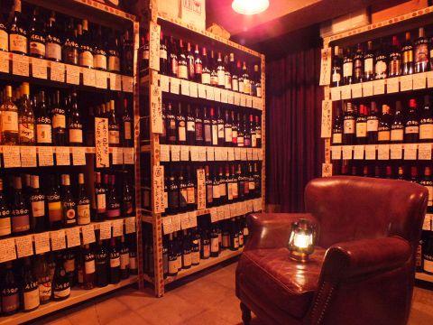 地下にあるセラーから自分で好みのワインをセレクトする。1本1本その特徴が丁寧に説明されているのでワインに関する知識がなくても大丈夫だ