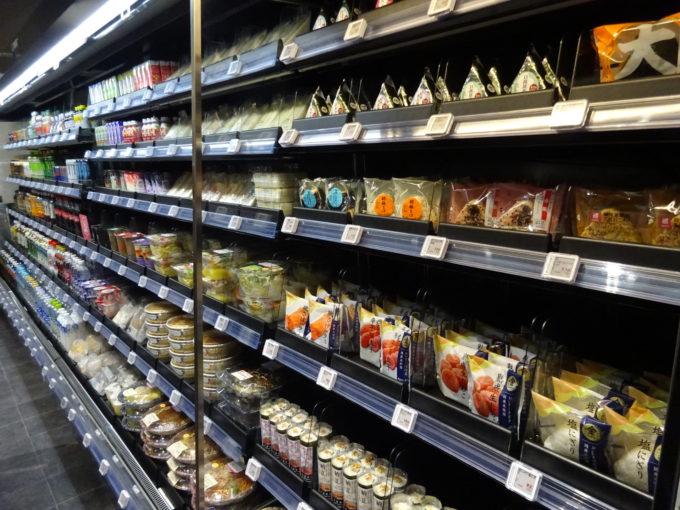 レジレス店では米飯やデザート、飲料、菓子など約250アイテムを取り扱う