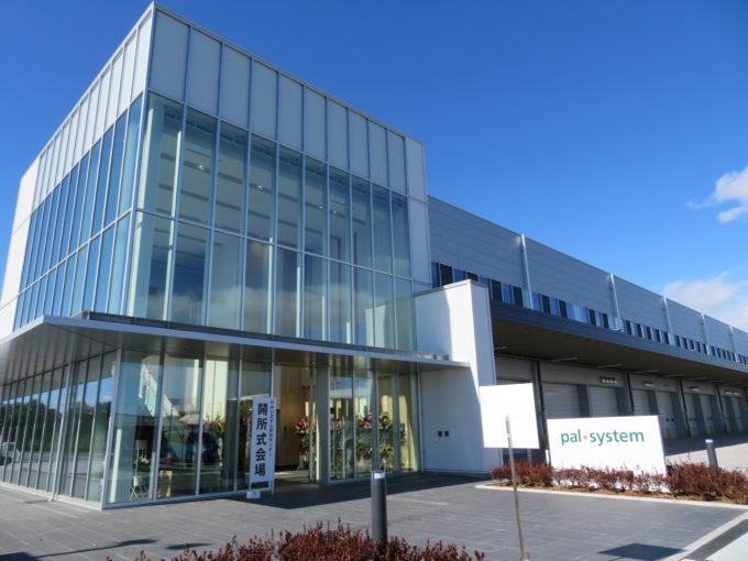 2月6日に竣工したパルシステム連合会の「熊谷センター」(埼玉県熊谷市)。20年春に稼働予定だ