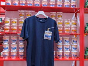 日清食品の「カップヌードル」をモチーフにしたTシャツ