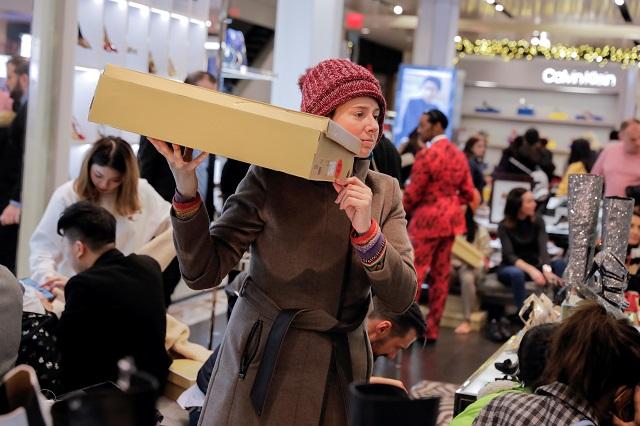 ニューヨークで買い物をする人