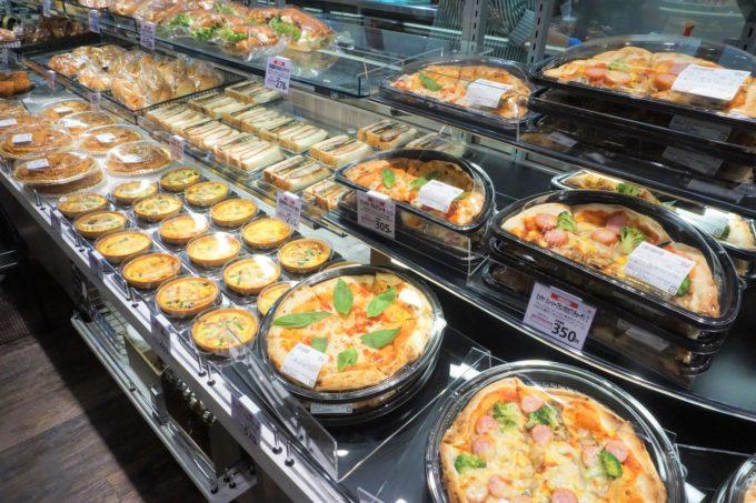 他社との差別化策としてインストアベーカリーを強化する食品スーパーが増加している。写真は「サミットストア 大田大鳥居店」(東京都大田区)