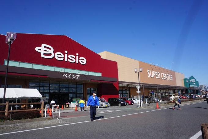前橋吉岡店は、カインズに併設するベイシアの食品スーパーのなかで売上トップクラスの重要な店舗。さらに競争力を高めるべく新業態の店へとリニューアルした