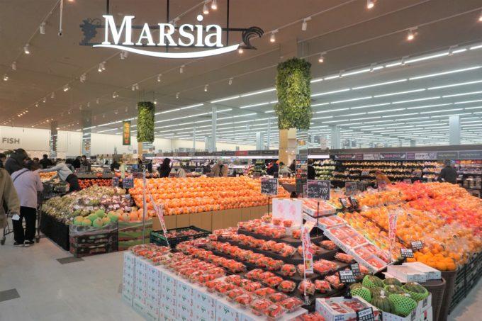 新業態では、ストアコンセプトに「マルシア」を掲げる。「マルシェ」と「ベイシア」の造語で、市場のような賑わいある空間をめざしている