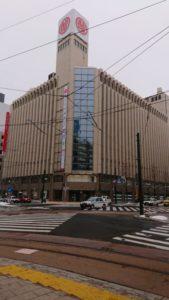 新型コロナウイルスの感染拡大で、北海道知事が外出自粛を要請した3月1日午後3時の札幌三越前。日曜日の午後にも関わらず、人影まばらだ