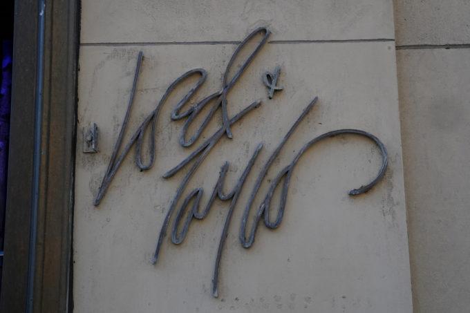 ロード・アンド・テイラーのロゴ