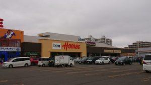 DCMホーマックは遠隔地のハンディを高度なシステムで克服し、北海道・東北トップのホームセンターに躍進した(札幌市厚別区のDCMホーマック厚別東店)