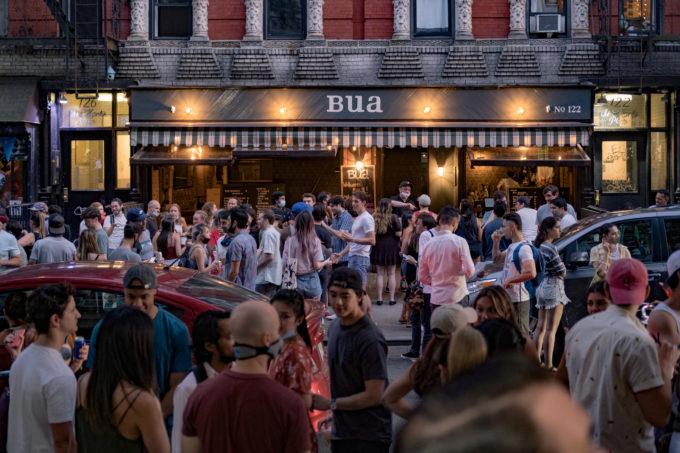 営業を再開したニューヨーク・イーストビレッジのバー