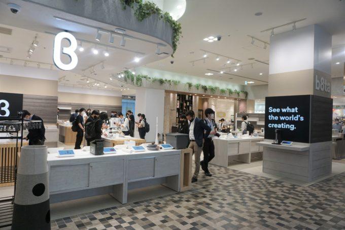 """新宿店は「新宿マルイ本館」の""""一等地""""とも言える1階の出入口正面に出店している"""