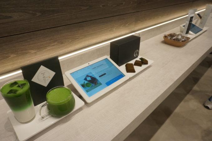 新宿店は客層に応じて、とくに食品とコスメの売場を広く確保している