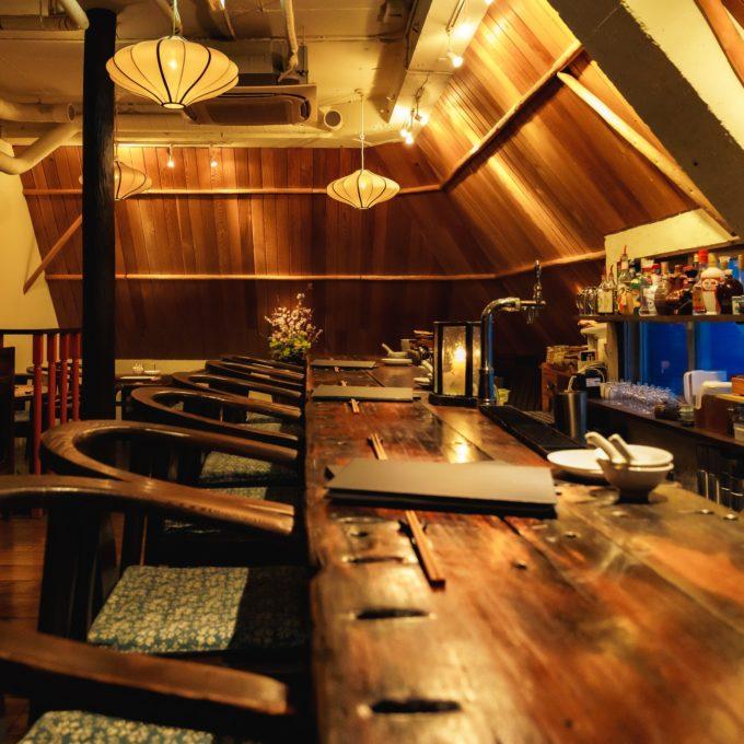 本格的な中国の郷土料理が楽しめるお店「黒猫夜」。落ち着いた隠れ家のような雰囲気も魅力だ