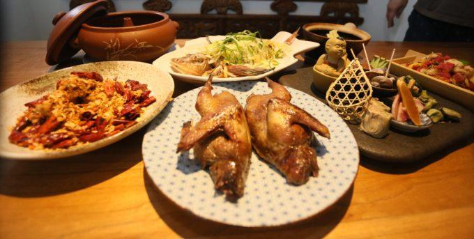 鴨舌など珍しい食材を使った本格的な中国の郷土料理が味わえる