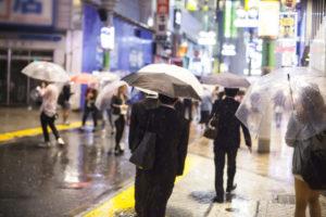 雨の街並み