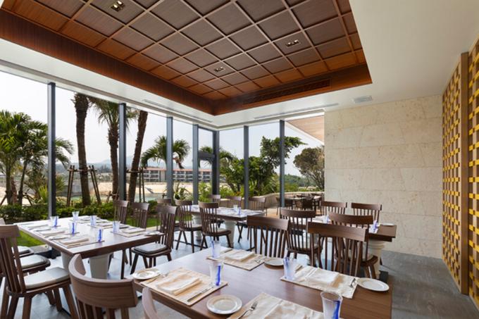 イタリアレストラン「クッチーナ セラーレ」は、ハイクラスホテル「ハイアット リージェンシー 瀬良垣アイランド沖縄」内に入る
