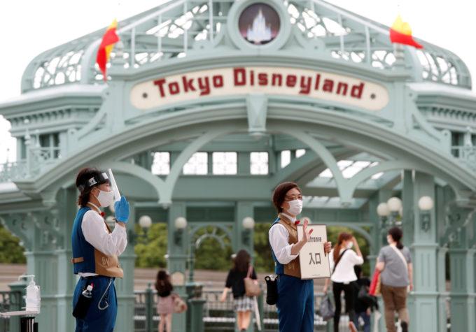 東京ディズニーランドのエントランス