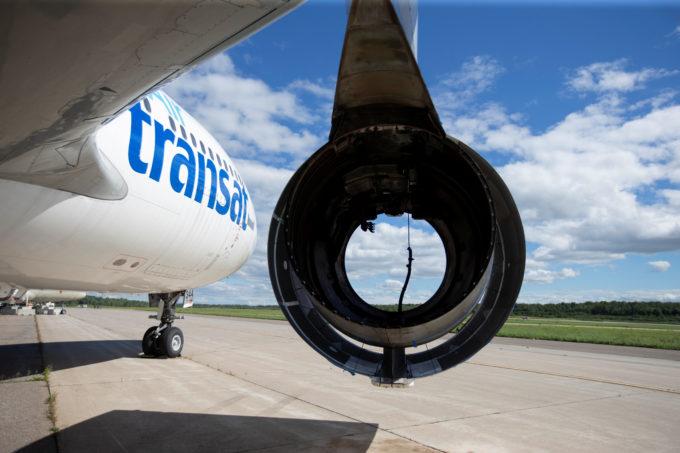 カナダのミラベルにあるエアロサイクルの駐機場に置かれたエアバスA310機。エンジンが外されている
