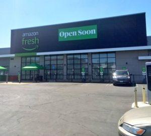"""Toys """"R"""" Us(トイザらス)」の跡地(住所は6245 CA-27Woodland Hills, CA 91367)に建つ。店舗面積は約3250平方メートル"""