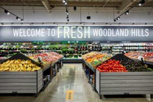 一般的なスーパーマーケットや「ホールフーズ」と同じような雰囲気を持つ店内