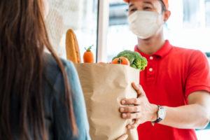 ネットスーパーの拡大が食品卸に与える戦略上の変化とは?写真はイメージ(Kiwis / istock)